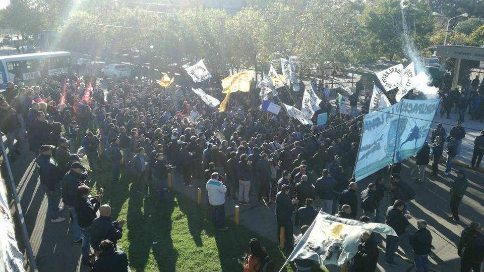 Expreso Lomas: los choferes marchan a Tribunales y esperan reanudar ...