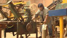 pymes obrero fabrica operario