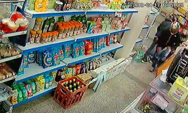 9ae0cbaf193b Motochorros robaron supermercado en Longchamps